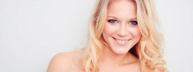 Julia Lindholm singt ABBA
